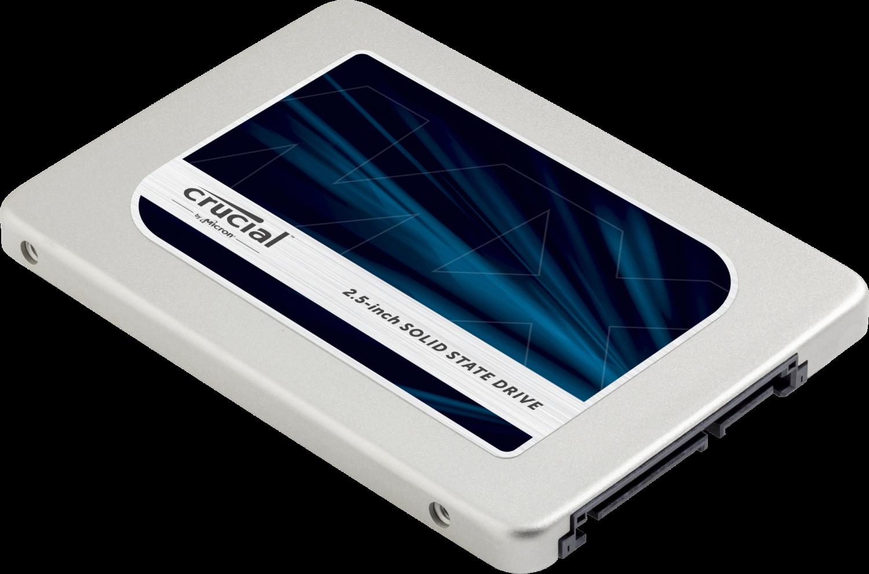 Unidade de estado sólido (SSD) Crucial de um computador isolada em um fundo branco